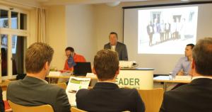 Der Vorsitzende und das Regionalmanagement informierten. Bildquelle: LEADER RM